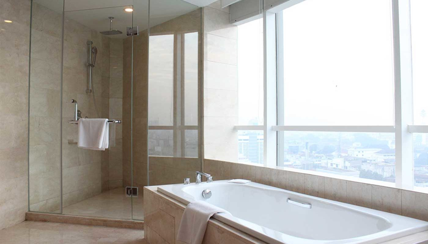 Executive Suite Crowne Plaza Bandung - Bathtub