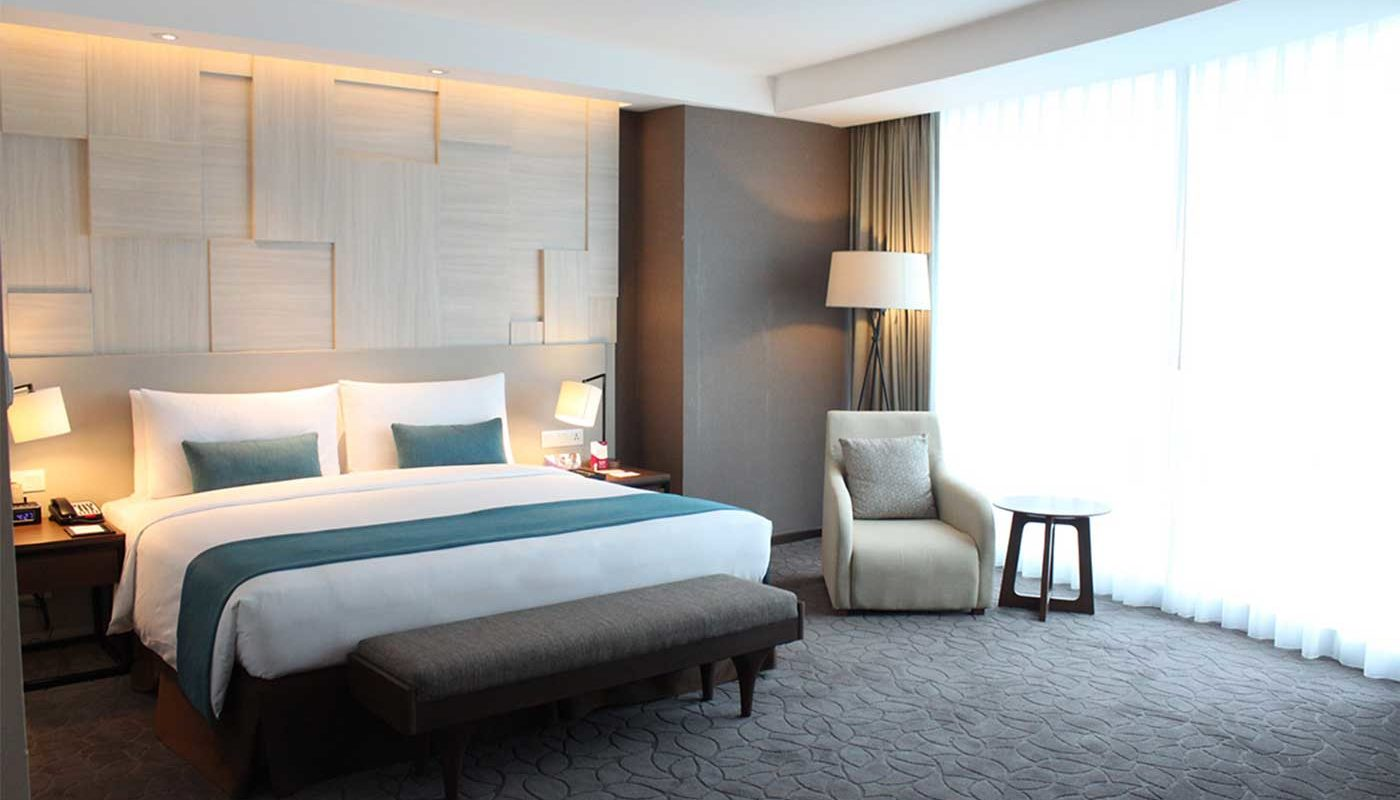 Executive Suite Crowne Plaza Bandung - Bed Room.jpg
