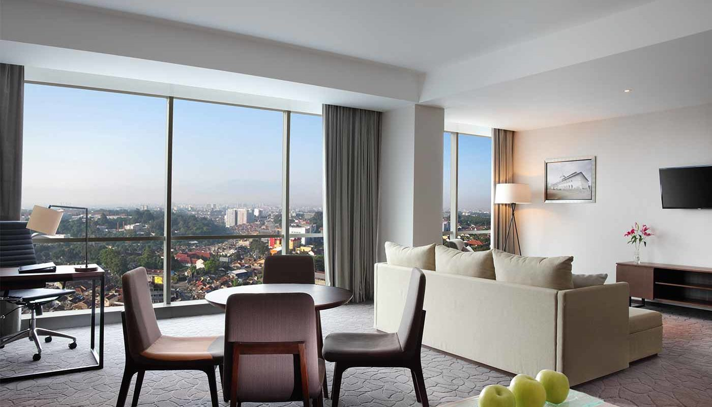 Grand Suite Crowne Plaza Bandung - Living Room